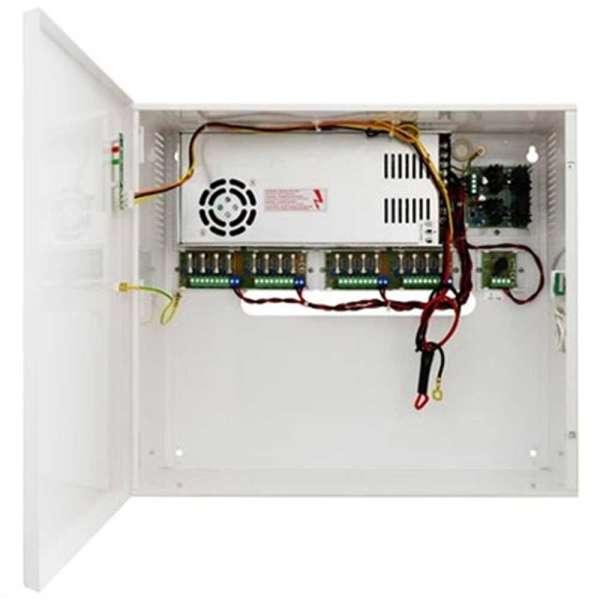 PSU UPS 12V/20A IN BOX 65AH, UITGANGEN 16X0.8A+1X5A DVR (400X350X170MM)